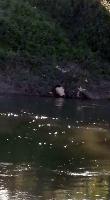 SON DAKİKA! Sakarya'da dehşet! Otomobilde sevgilisiyle birlikteydi... Kızın ailesi nehre atıp taşladı!