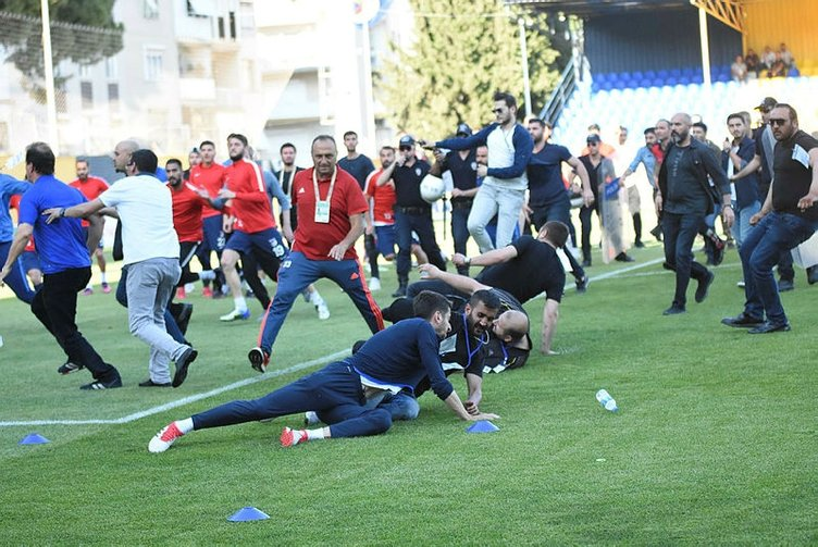 Menemen Belediyespor - Keçiörengücü maçında ortalık karıştı