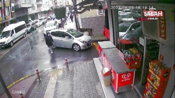 İstanbul Güngören'de park halindeki araçtan cep telefonunun çalınma anı kamerada