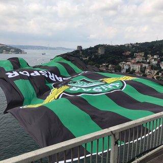 Akhisarspor'un bayrağı Boğaz'da dalgalanıyor