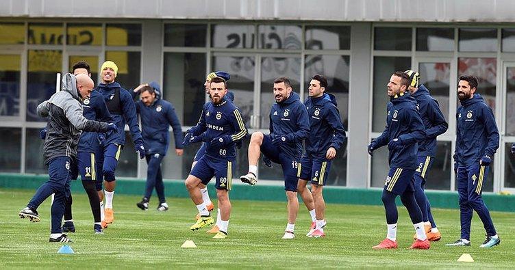 Fenerbahçe, Galatasaray'a 2 eksikle çalıştı
