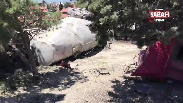 Burdur'da lastiği patlayan beton mikseri önce yüksek gerilim hattını ardından ağaçları yıktı geçti