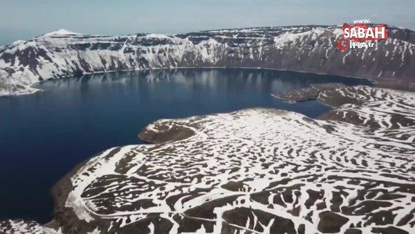 Beyaza bürünen Nemrut Krater Gölü'nün görüntüleri mest etti | Video