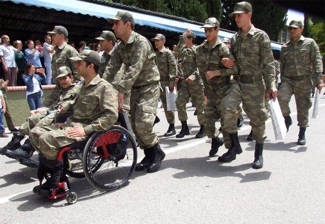 Engellilerin bir günlük askerlik heyecanı