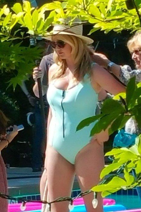 Kate Upton mayoya zor sığdı