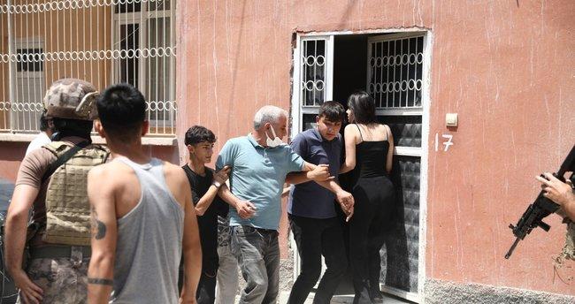 Adana'da ilginç olay! İntihar edecekti dayak yedi!