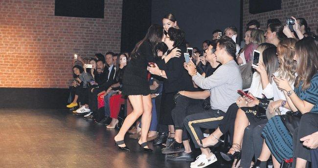 Hadise'nin modacı kardeşine aile boyu destek