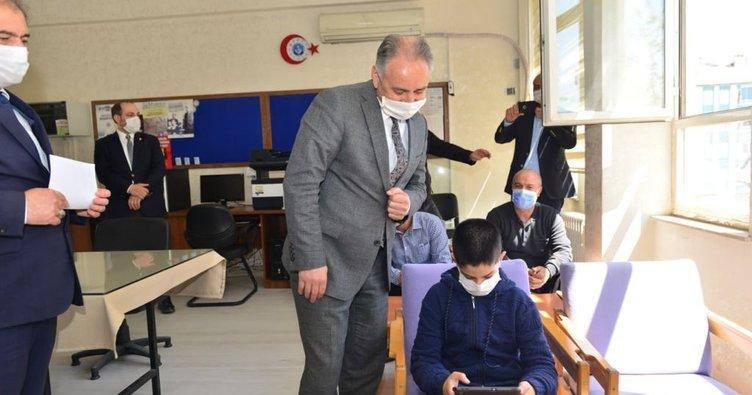 Elazığ'da tablet bilgisayar dağıtımı sürüyor