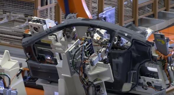 BMW i8 parça parça böyle ortaya çıkıyor!
