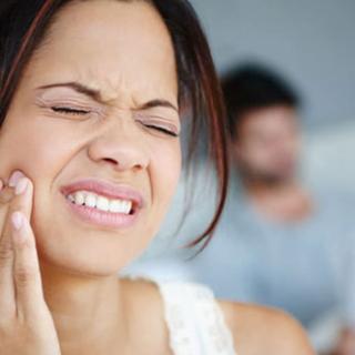 Diş ağrısına ne iyi gelir? Çürük, iltihaplı, 20'lik diş ağrısı nasıl geçer? Ağrıyı kesen evde doğal ve bitkisel tedavi yöntemleri