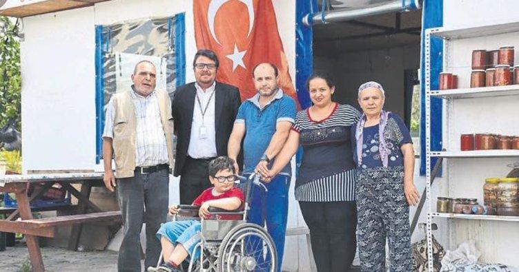 Ailesinin desteği ile hastalığa kafa tutuyor