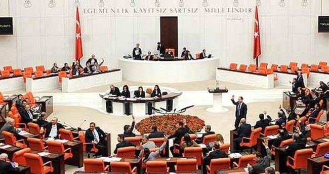 Başbakan Davutoğlu'nun masasındaki son anket