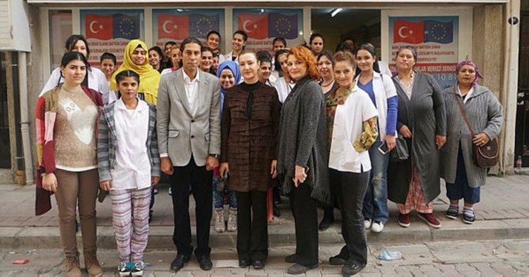 AK Parti'li Hotar, Roman kadınlarla derse girdi