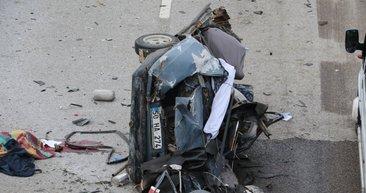 Kazada ikiye bölünen otomobilin genç sürücüsü...