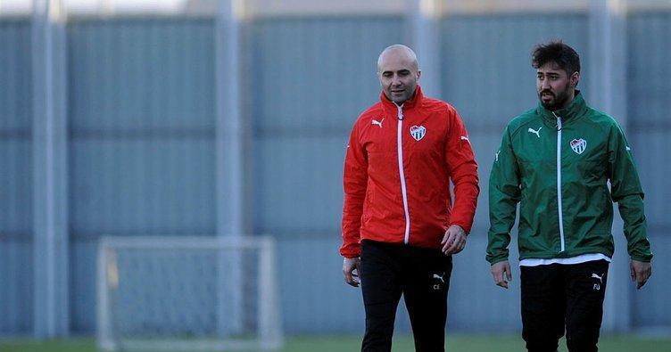 Bursaspor'da Furkan Özçal'ın sözleşmesi feshedildi