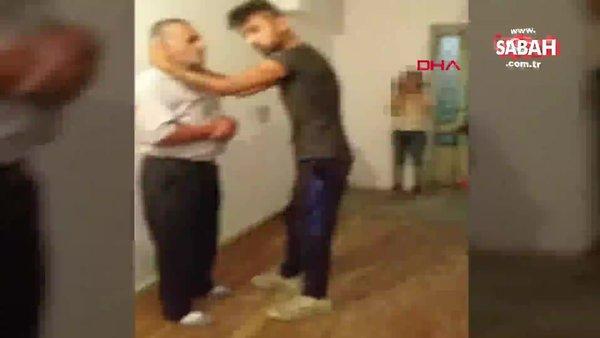 Son dakika! Burdur'da eve çağırdıkları seyyar satıcıyı tekme tokat döven gençler kamerada | Video