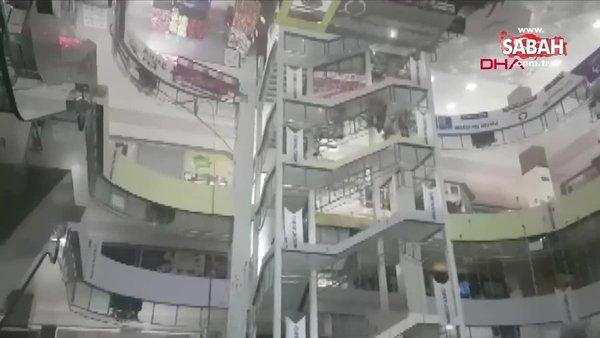 Beylikdüzü'nde AVM'de yangın paniği | Video