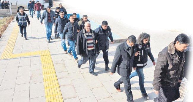 Sakarya'da 18 polise tutuklama