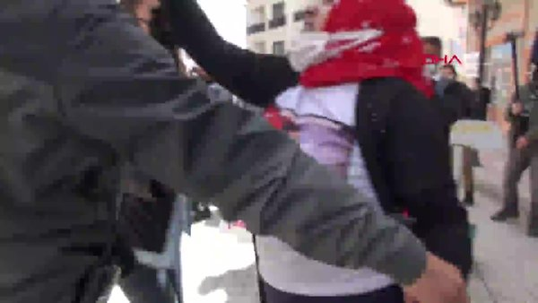 Van'da evlat neöbetindeki annelere HDP'lilerden çirkin hareket!