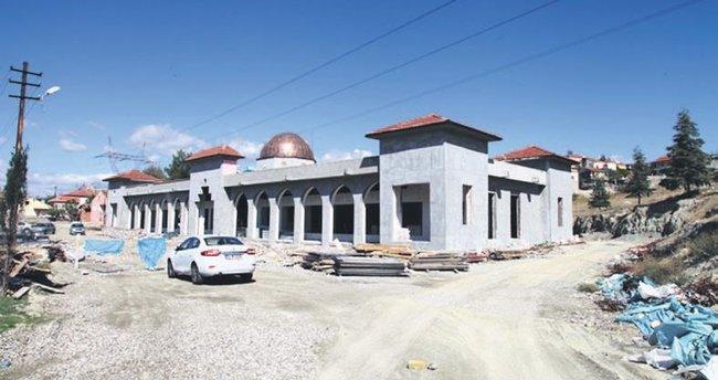 10 yıldır tamamlanamayan kültür merkezinin yapımını büyükşehir üstlendi