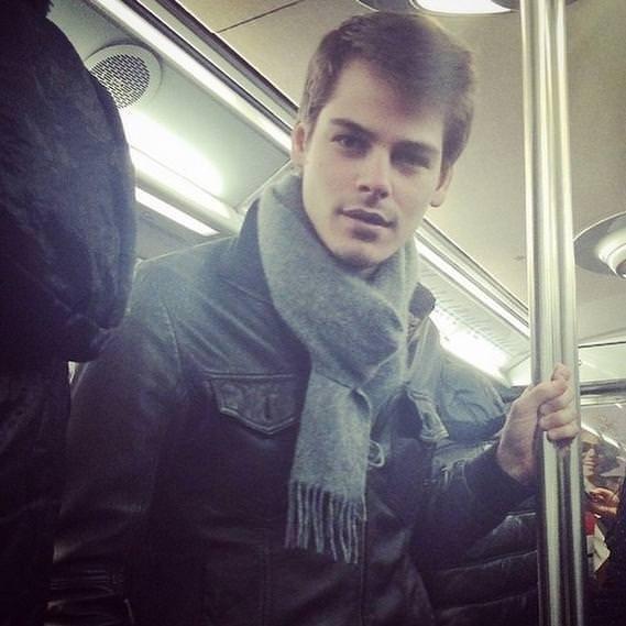 Metroda yakışıklı avı!