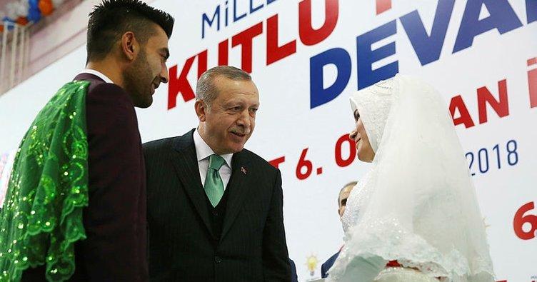 Gelin ve damat Cumhurbaşkanı Erdoğan'ı görmeye geldi