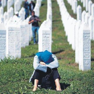 Avrupa'nın kara lekesi Srebrenitsa soykırımı