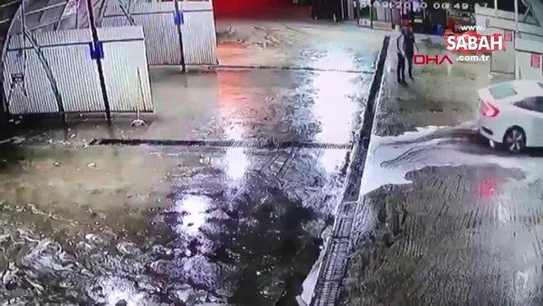 Son dakika: Bursa'da dehşete düşüren görüntüler! Dövüldükten sonra araçtan atıldı, başka bir araç çarptı! | Video