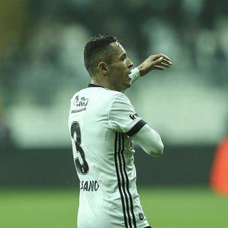 Fenerbahçe transfer haberleri! Adriano Fenerbahçe'ye transfer oluyor