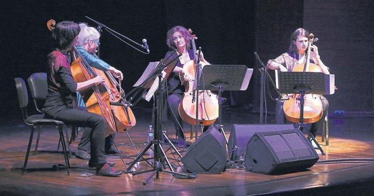Avusturyalı 4 kadın çellist Mersin'de konser verdi