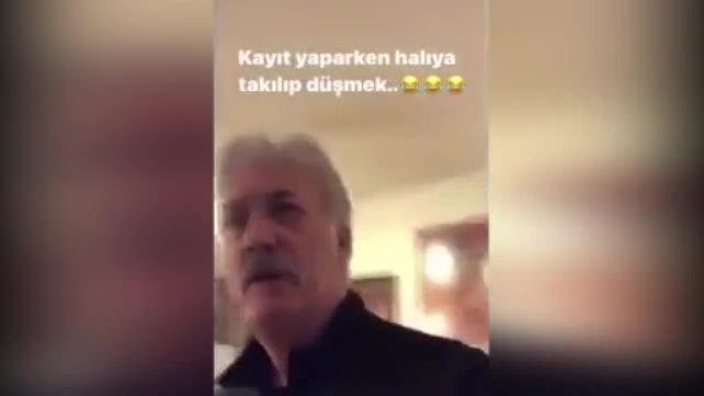 Ünlü Oyuncu Tamer Karadağlı, video çekerken yere kapaklandığı anlar kamerada   Video