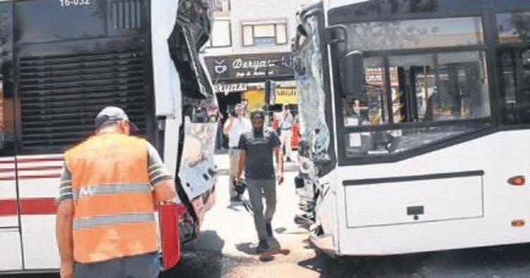 Belediye otobüsleri çarpıştı