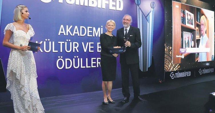 Prof. Dr. Kavak'a özel ödül