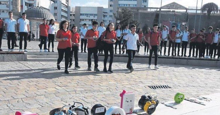 Öğrenciler Atatürk için saatlerini kurdu