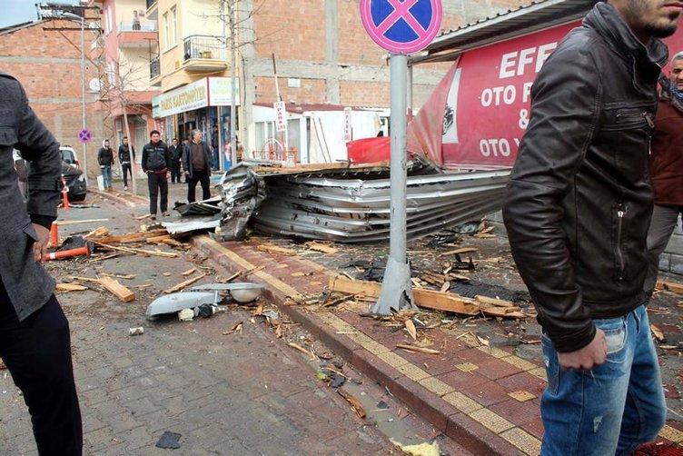 Malatya'da vergi dairesinin çatısı uçtu