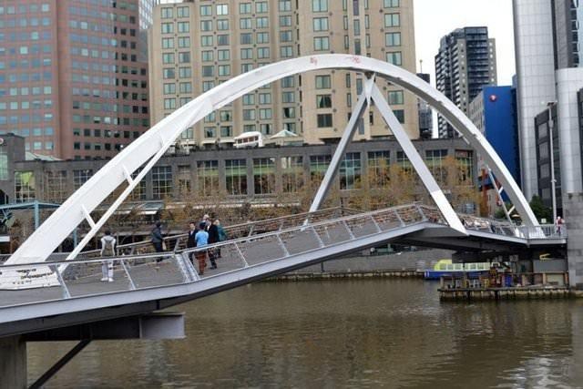 Sevgi köprüsü daha fazla dayanamadı