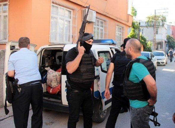 Cezaevine girmemek için polis ile çatıştı!