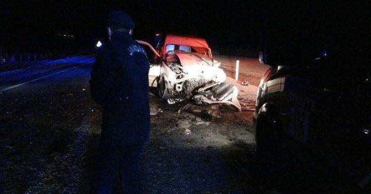 Çorum'da feci kaza: 2 ölü, 3'ü ağır 5 yaralı