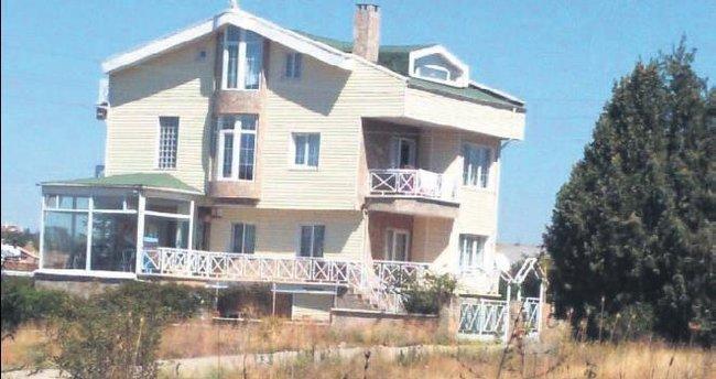 MİT TIR'larının 'sırları' avukatın villasından çıktı
