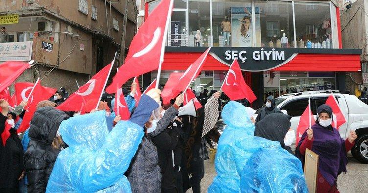 Terörün mağdur ettiği Şırnaklı ailelerden HDP İl Başkanlığı önünde eylem