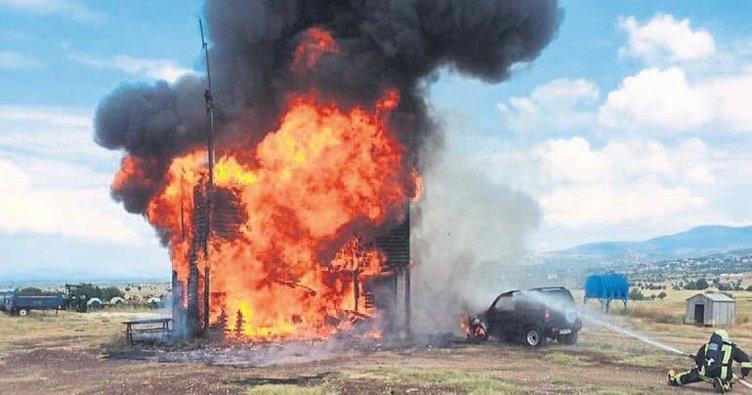 Ev yangını cipe de sıçradı