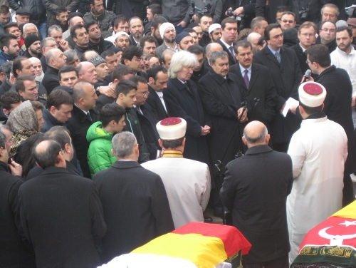 Almanya'daki yangın faciasında ölenlerin cenaze töreni