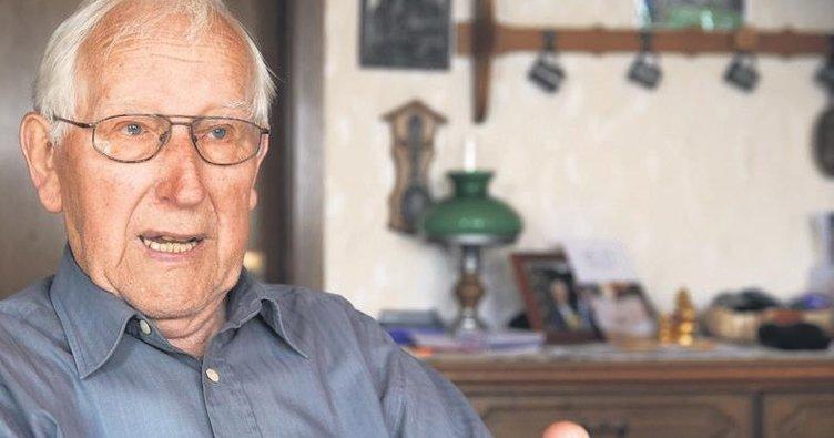 94 yaşında emekli olacak