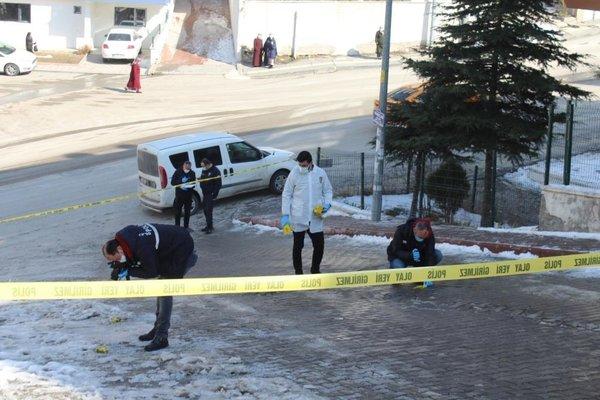 Son dakika: Ankara'da sokak ortasında kanlı infaz! Genç kadını silahla öldürdüler