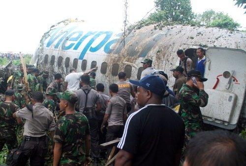 Yolcu uçağı pistten çıktı: 20 yaralı