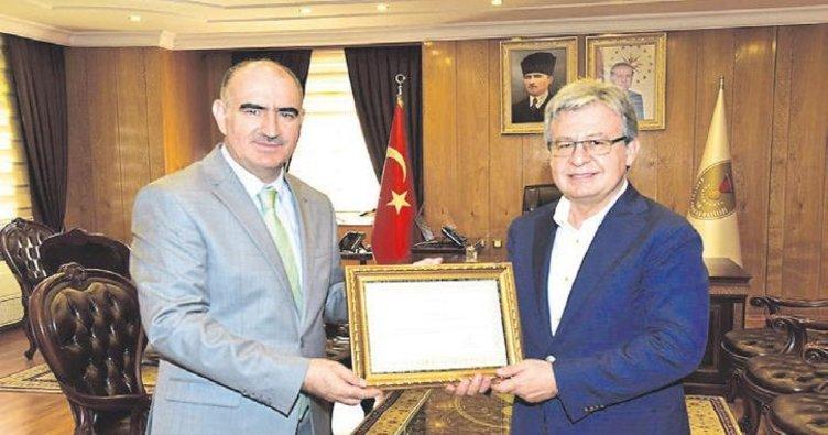 Vali Vahdettin Özkan'dan Kurtul'a başarı belgesi
