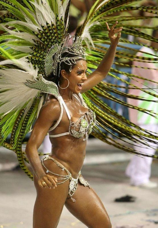 foto-analnogo-seksa-s-brazilyankami-foto-molodih-grudastih-golih