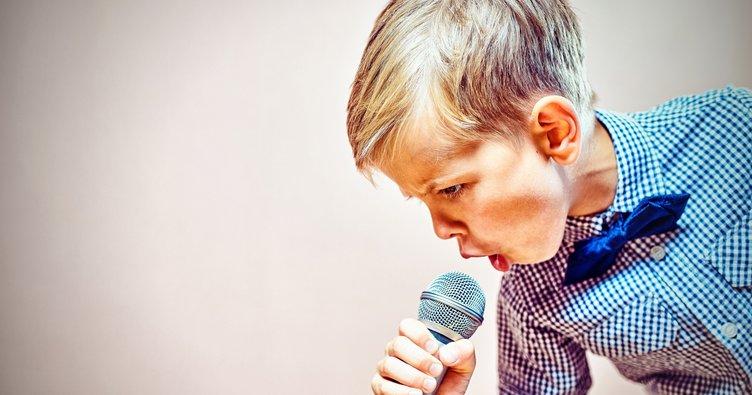 yabancı şarkı söylemek