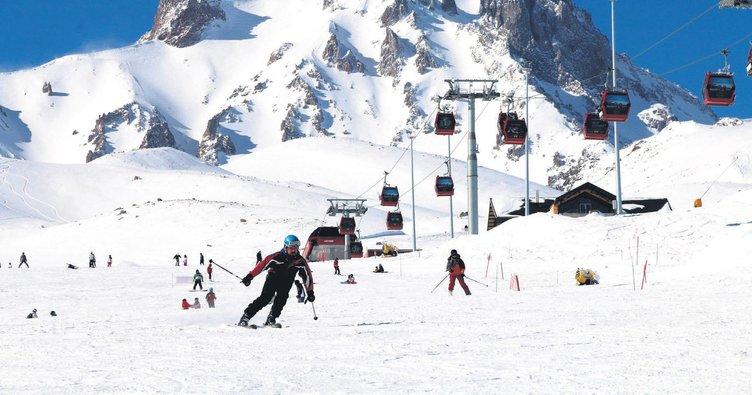Usta kayakçılar Erciyes'e