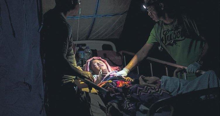 Endonezya'da 5.7'lik deprem
